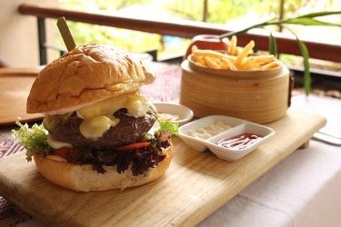 savoy-hotel-yangon-restaurant-Kiplings-bar-13