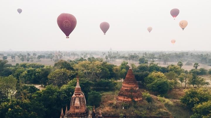 Survol des temples de Bagan enmontgolfière