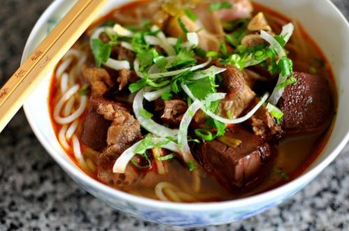 Bún bò Huế (crédit : Gastronomy Blog)